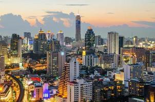 quartiere centrale degli affari di Bangkok (CBD) di notte foto