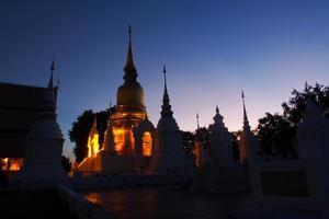 Wat Suan Dok vista crepuscolare, Chiang Mai, Tailandia foto