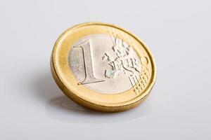 moneta da un euro isolata foto