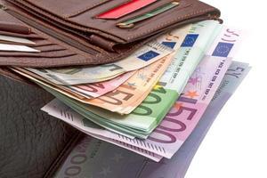 borsa con banconote in euro foto