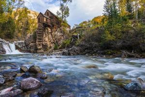 autunno nel paesaggio di colorado del mulino di cristallo