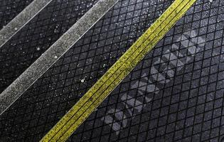scala pedonale in asfalto con rivestimento antiscivolo foto