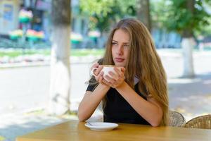 giovane imprenditrice nel parco foto