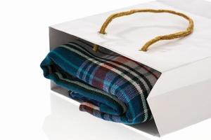 tessuto in un sacchetto di carta