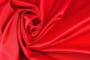 sfondo da un tessuto di raso rosso foto