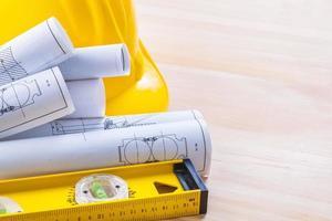 progetti livello di costruzione casco su assi di legno con copia foto