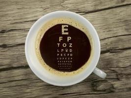 oculista offre caffè nella sala d'attesa foto