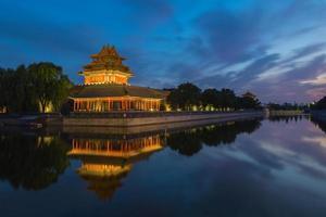 tramonto della torre angolare del museo del palazzo foto