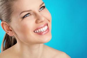 donna di cure odontoiatriche foto