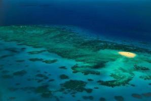piattaforma di atterraggio per elicotteri della barriera corallina di upolu cay foto