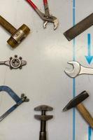 meccanico misto e strumenti di misurazione foto