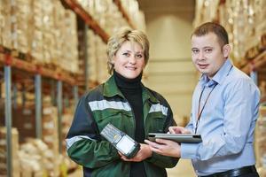 personale di magazzino al lavoro