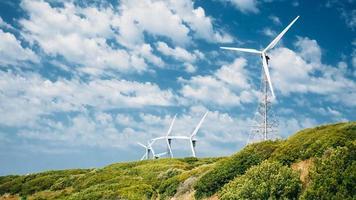 mulini a vento, turbine eoliche per la produzione di energia elettrica foto