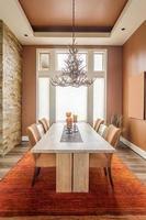 sala da pranzo in casa di lusso foto