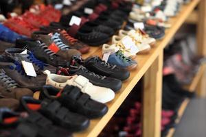 scarpe da uomo sullo scaffale