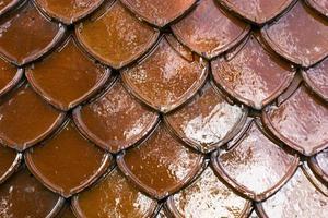 fondo tailandese delle mattonelle di tetto di stile foto