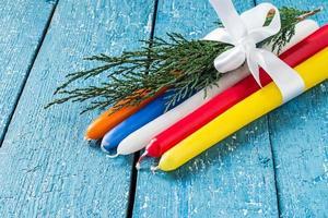 candele multicolori per le vacanze