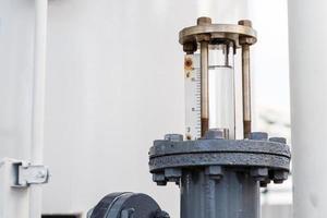 valvola per controllo di acqua in fabbrica foto