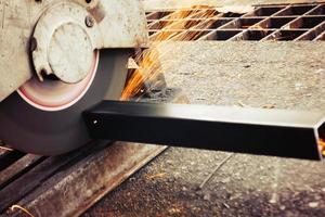 macchine per il taglio di metalli con scintille leggere foto