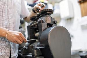 oreficeria lavorazione dei metalli foto
