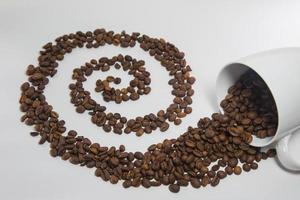 chicchi di caffè versati