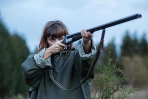 girl_hunting_shotgun