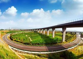 autostrada e viadotto