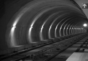 tunnel della metropolitana foto