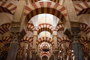 colonne della moschea cattedrale di cordoba foto
