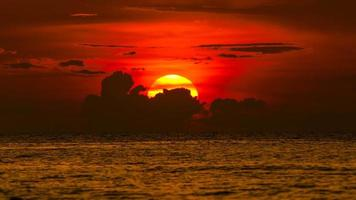siluette del tramonto a chonburi, Tailandia in estate