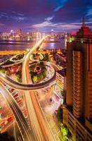 traffico sul bivio in città foto