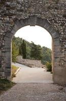cancello ad arco in gigondas