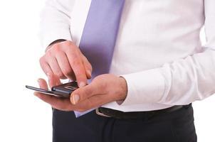 uomo d'affari tramite cellulare. foto