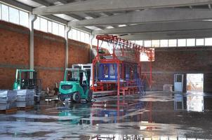 costruzione di strade - impianto di produzione di tubi in cemento foto