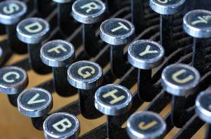 tastiera antica delle lettere inglesi della macchina da scrivere foto