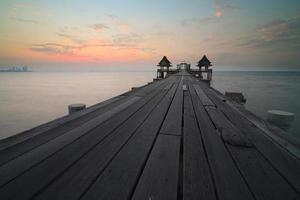 ponte sul mare della Tailandia vecchio