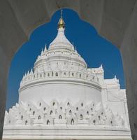 pagoda bianca mingun in myanmar foto