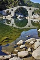 splendida vista sul ponte del diavolo, in bulgaria foto