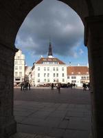 piazza del municipio a Tallinn. estonia.jpg foto
