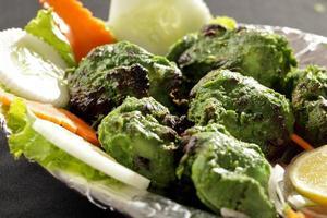 l'hariyali kabab è un pollo tikka o kebab in stile punjabi