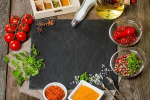 sfondo di cibo con diverse spezie foto