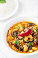 curry di melanzane con anacardi foto