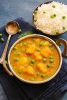 Aloo mormorò il cibo indiano al curry foto