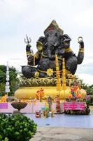 statuto di ganesha, dio degli indù, acciaio foto