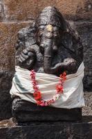 statua del dio indù ganesha foto