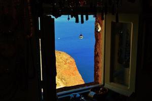 santorini. finestra sul mare foto