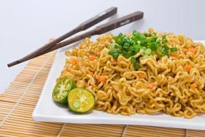 pancit, un piatto di noodle delle filippine foto