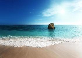 tramonto sulla spiaggia, anse source d'argent, isola di la digue foto