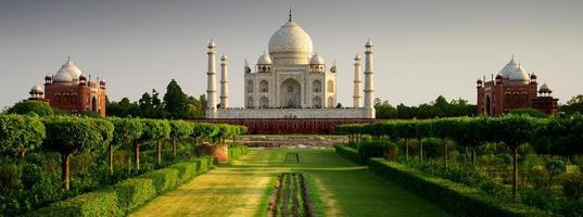 Taj Mahal dal lato giardino foto