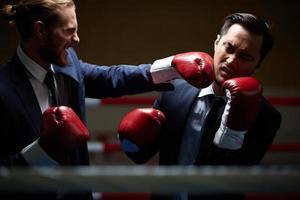 combattere con rivali d'affari foto